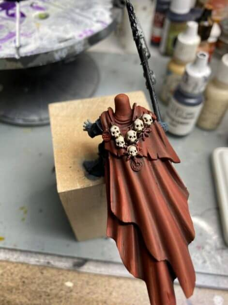 How to Paint Skulls and Bone on Miniatures (3 Easy Steps) - applying highlights on skulls