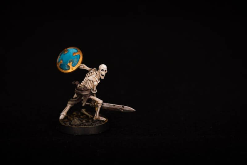 How to Paint Skulls and Bone on Miniatures (3 Easy Steps) - shadespire skeleton model
